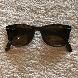 Ray Ban Golding wayfarer is glasses